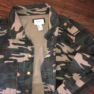 Skjorta/jacka från forever21. Knappt använd! Frakt tillkommer🖤