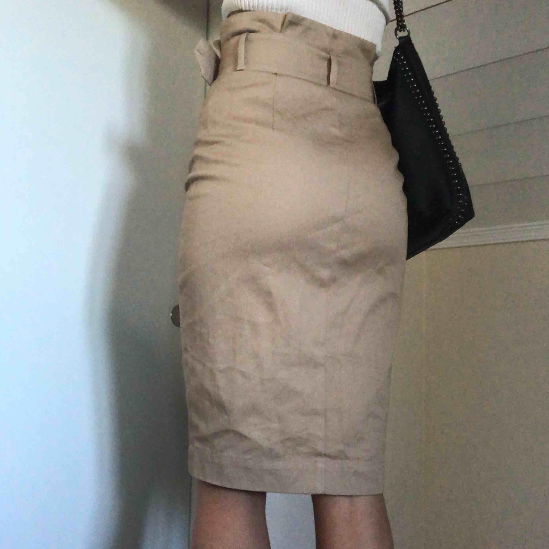 Jättesnygg kjol helt oanvänd!!! Jättebra material/kvalite, frakt ingår :-p. Kjolar.
