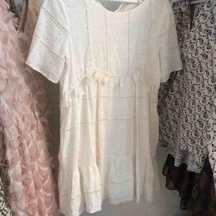 Supersöt klänning från Zara, med fickor! Använd vid ett tillfälle.