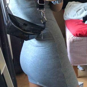 Assnygg klänning i nyskick, slimfit!! Frakt kan tillkomma:-p