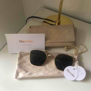 Trendiga Shevoke solglasögon  All tillbehör ingår