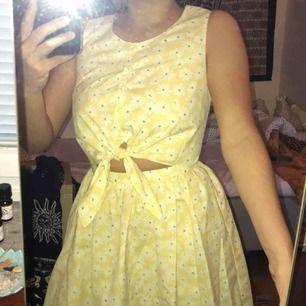 Väldigt gullig klänning som blir använd för sällan! Köpt utomlands! Det står M men den är mer som en större XS. Möts upp eller så står du för frakt! 🌻✨