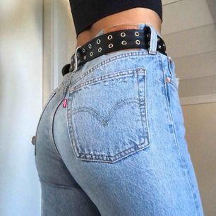 Ett par 501 Levis jeans, använda 1 gång!! Passar XS, men mer åt S skulle jag säga, liten frakt kan tillkomma :-p