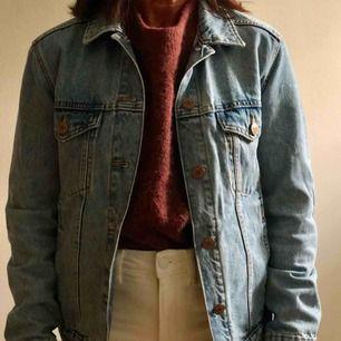 • Fin jeansjacka i nyskick från Monki • Strlk XS men oversized • Nypris: 500kr • Kan mötas upp men eventuell frakt betalas av kund