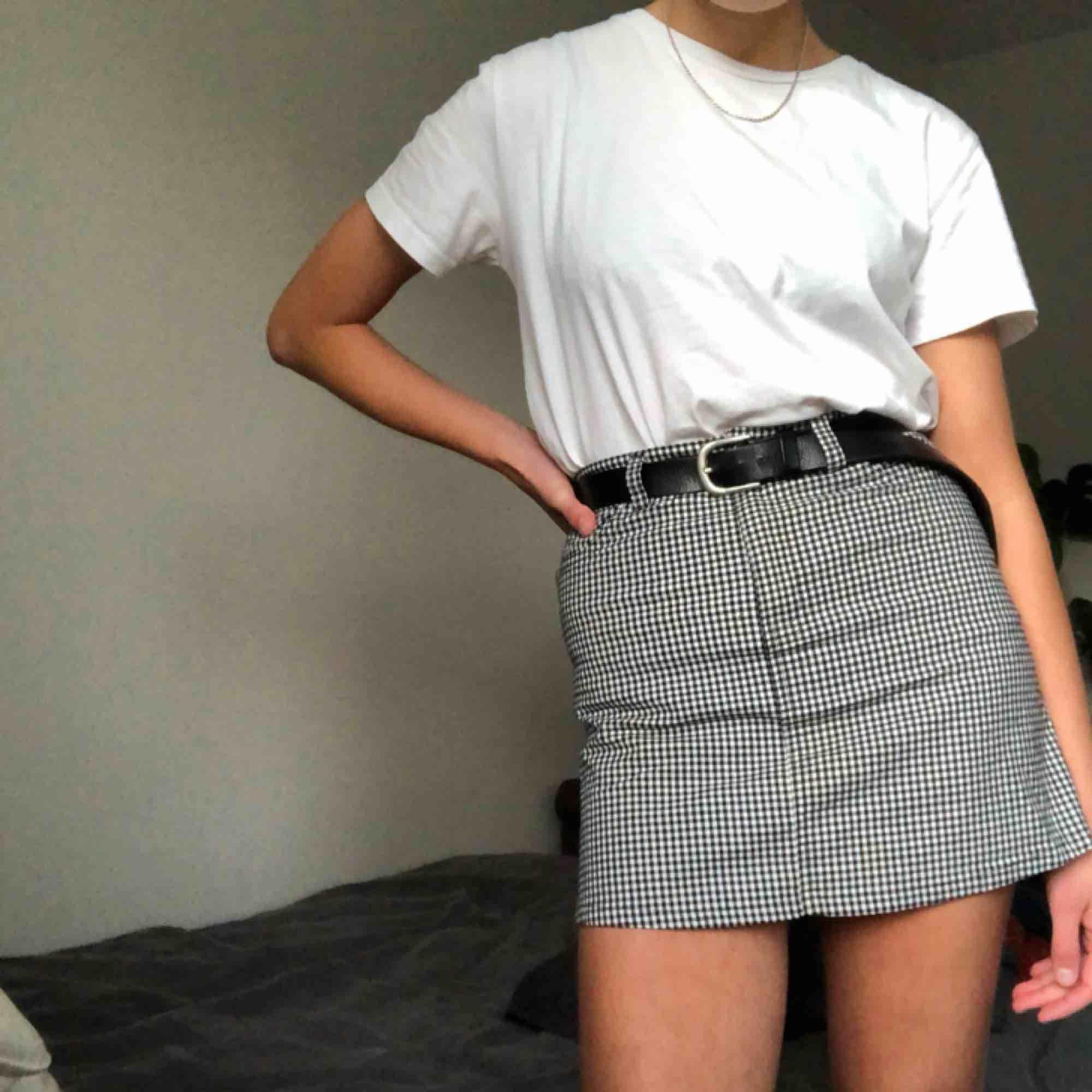 Rutig kjol från Brandy Melville. Kjolar.