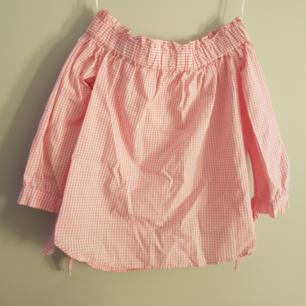 Rutig rosa sommar blus. Oanvänd.