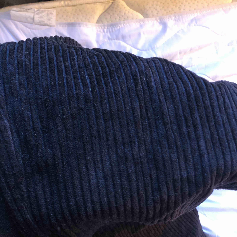 Manchester byxor, mom jeans fit. Strl 36. Svarta.. Jeans & Byxor.