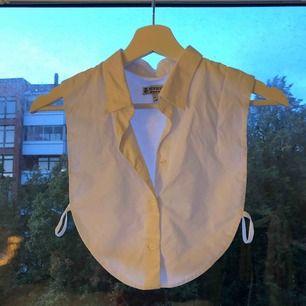 Vit skjortkrage från New House, ny pris 600