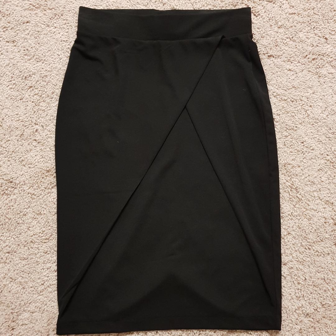 Säljer en superfin kjol från märket Ichi, helt ny med tag kvar 🌸😊. Kjolar.