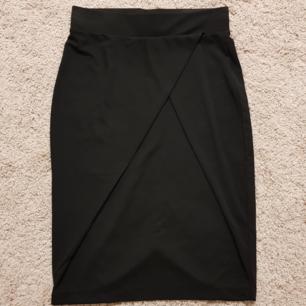 Säljer en superfin kjol från märket Ichi, helt ny med tag kvar 🌸😊