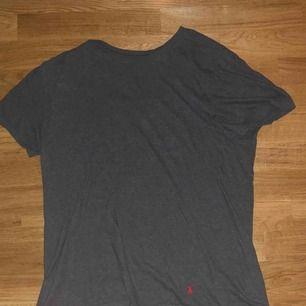 Vintage Ralph Lauren t-shirt (grå) Skick 9/10 Köparen står för frakt