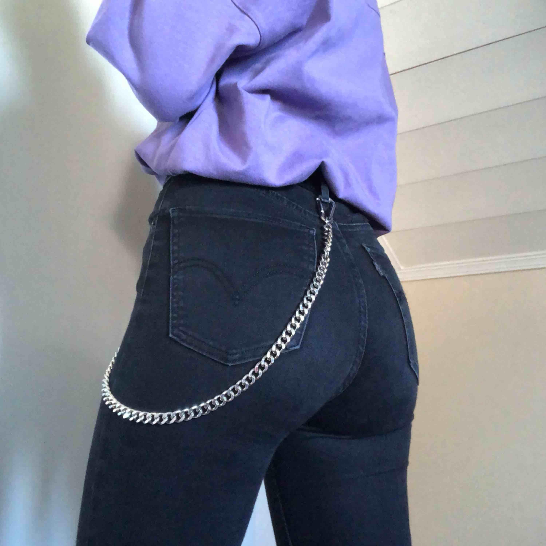 Highwaist levisjeans, jättesköna & snygga. Frakt ingår! :-p passar XS/S. Äkta Levi's. Jeans & Byxor.