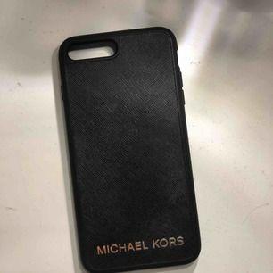 Skal från Michael Kors, köpt i USA. Passar iPhone 7/8+  Frakt tillkommer