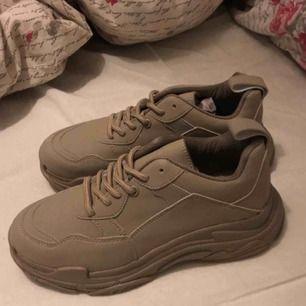 Beiga sneakers, fråga om mer bilder:)