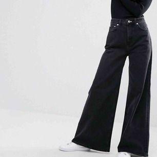 Säljer mina ACE byxor från weekday i bra skick! Köpte för 500, men säljer för 200🥰 skriv för mer bilder!