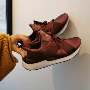 Sneakers från Kenzas kollektion med Puma. Sjukt snygga och mest bekvämma skorna nånsin!! Men tyvärr endast använt dom två gånger.......