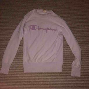 Champion sweatshirt i storlek S. Inte använt överdrivet mycket.