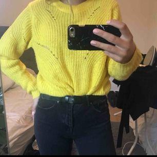 Stickad tröja från Jaqueline de Yong i storlek L  Sticks inte!