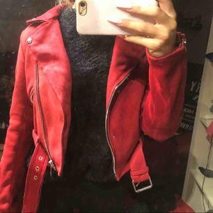 Jättefin mocha jacka i röd 😍😍