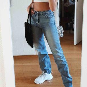 Jätte söt liten väska! Piffar upp en helt outfit! Får plats med mer än vad man tror. Fraktar - 20kr :)