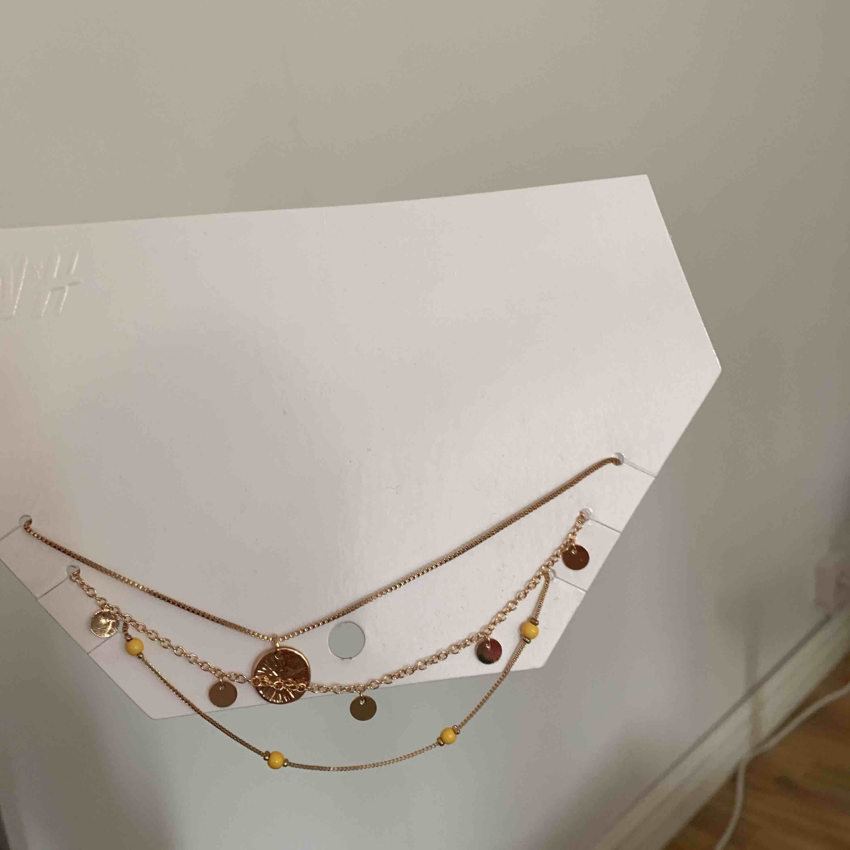 Helt nytt halsbandset från hm. Accessoarer.