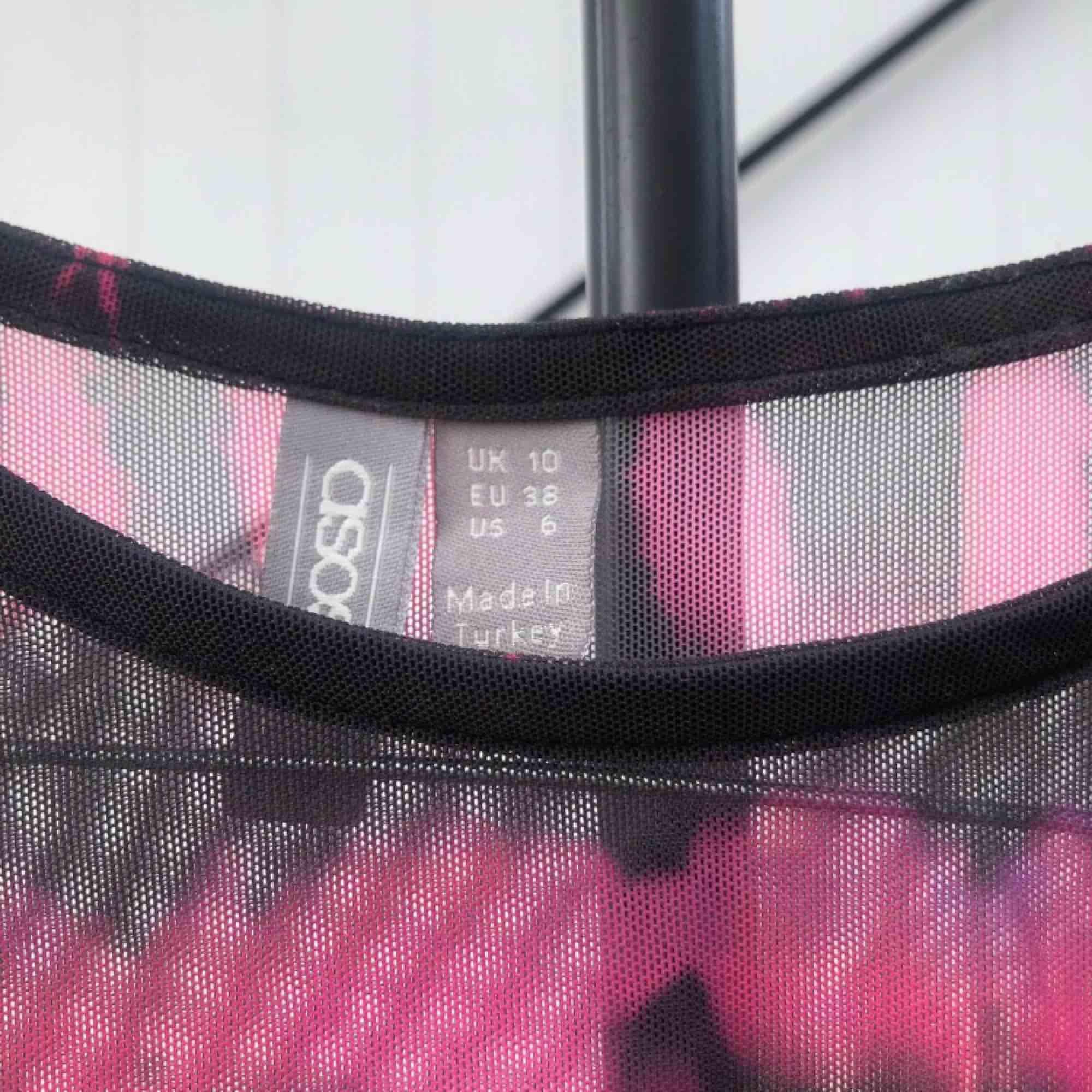 Storlek Medium (38) Aldrig används (bra skick) Mesh/genomskinlig tröja från Asos . Toppar.