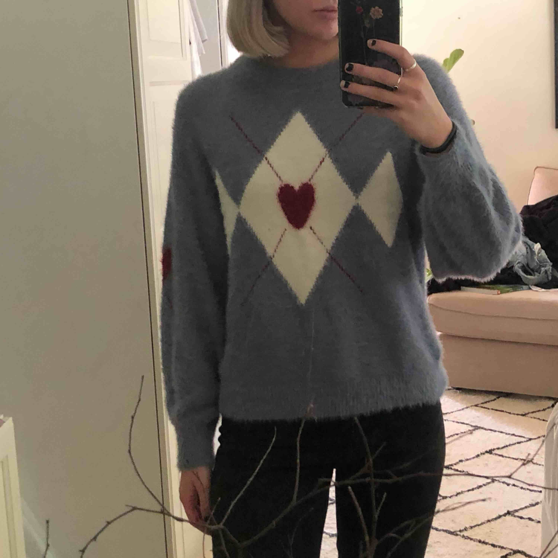 Jättefin tröja från Zara kids, passar som en Xs/S Knappt använd och jättemysig! Möts upp i Göteborg, eller så betalar köparen för frakten. . Tröjor & Koftor.