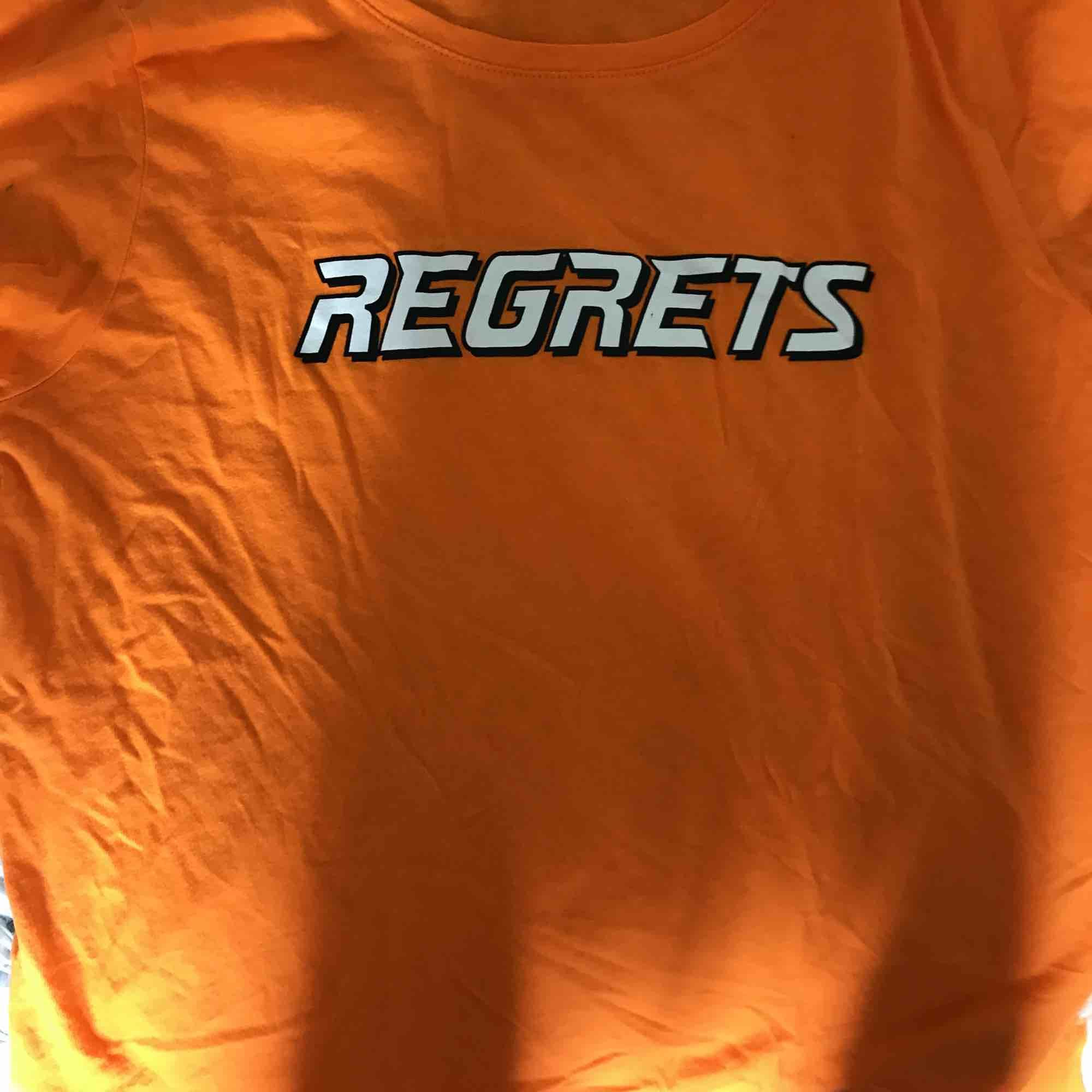 Coolaste tröjan från newyorker önska jag använde den mer men den är endast använd en gång🤩frakt tillkommer, skicka för fler bilder🥰. T-shirts.
