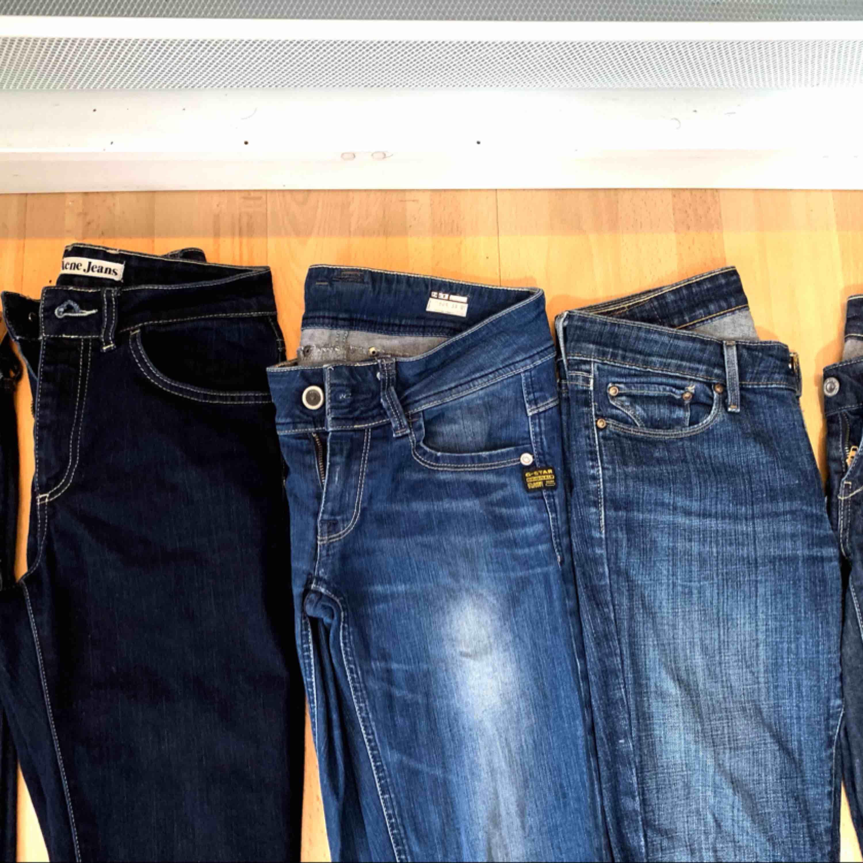5 fräscha och snygga jeans från olika märken.  1 par från hollister, 1 par från acne Jeans, 1 par från Gstar, 2 par från Levis.  Knappt använda. Alla 5 för 500 1 par för 150kr  😍❤️. Jeans & Byxor.