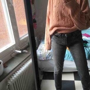 Assnygga gråa jeans från nya trendmärket BLK DNM som jag fyndade på second hand men tyvärr var för stora:(( verkligen sköna och bra kvalitet!!