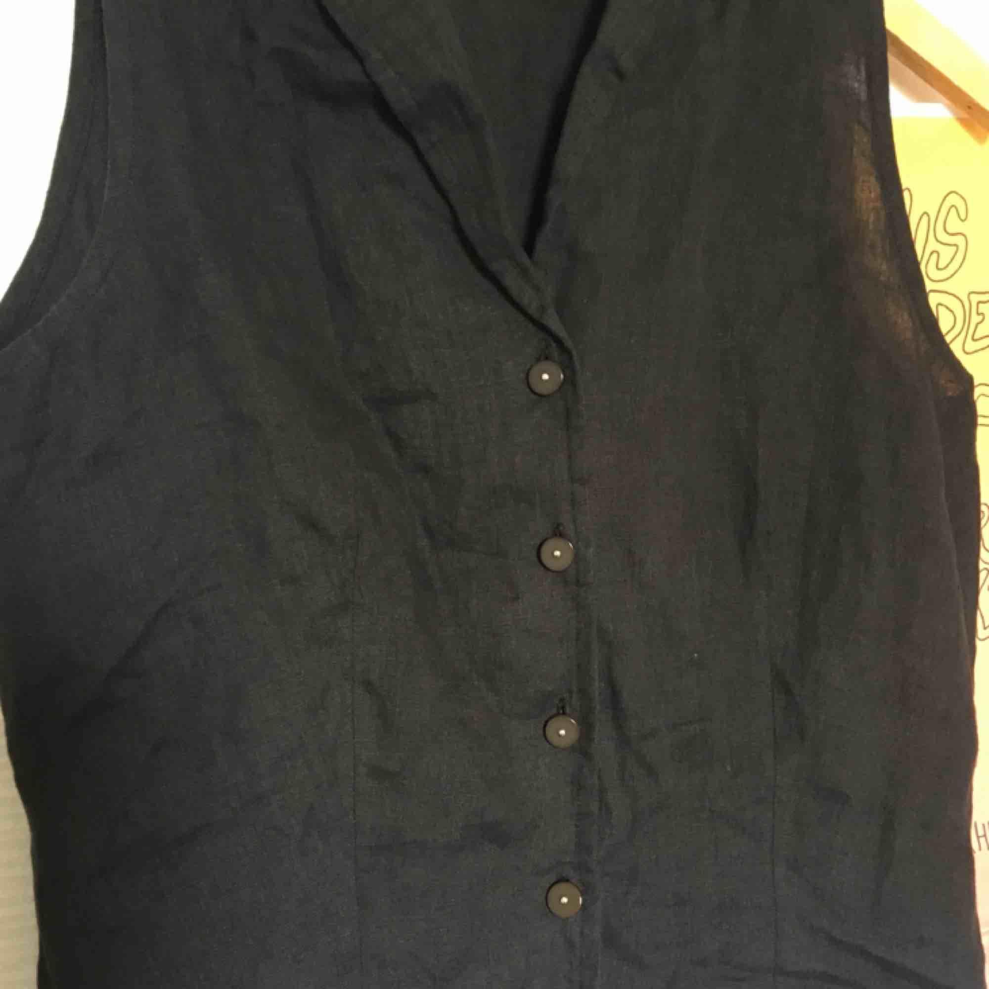 Jätteskön och luftig blus i linneaktigt material , köpt second hand. Endast använd ett fåtal gånger . Blusar.