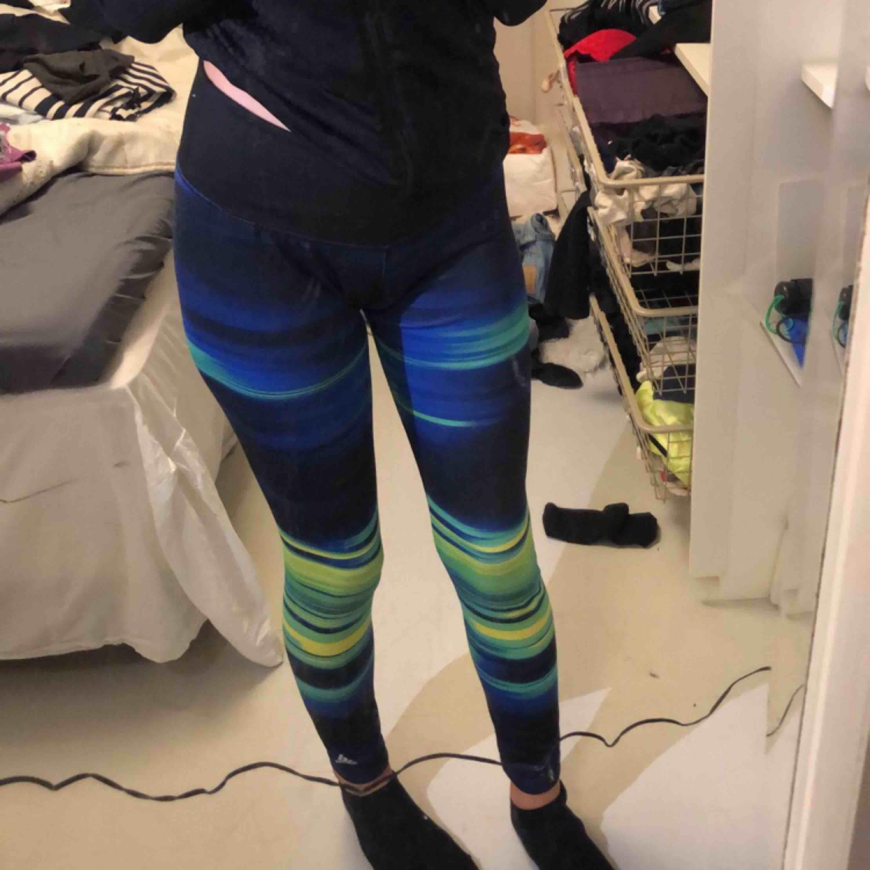 Coola träningsbyxor ifrån adidas. 💕Endast använd en gång!. Jeans & Byxor.