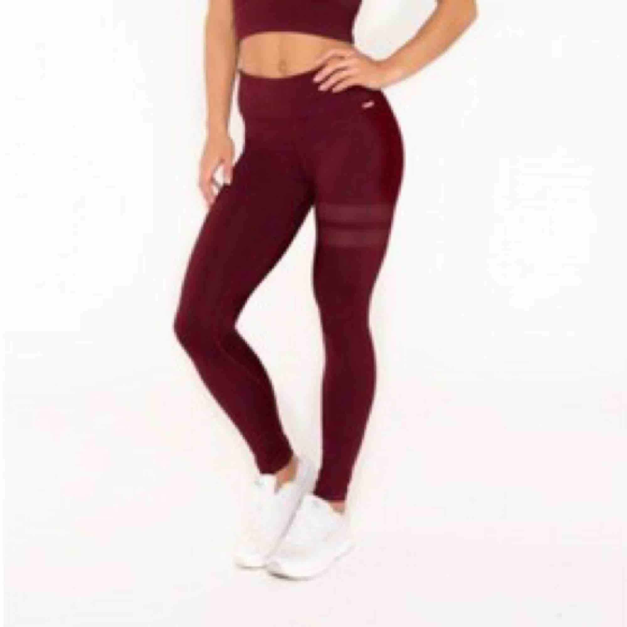 Säljer dess stronger tightsen i strl XS. Använda fåtal gånger. 300 kr inkl frakt🧡 . Jeans & Byxor.