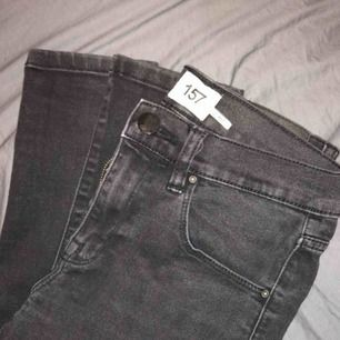 Svarta/gråa supercoola jeans, i toppskick🤩