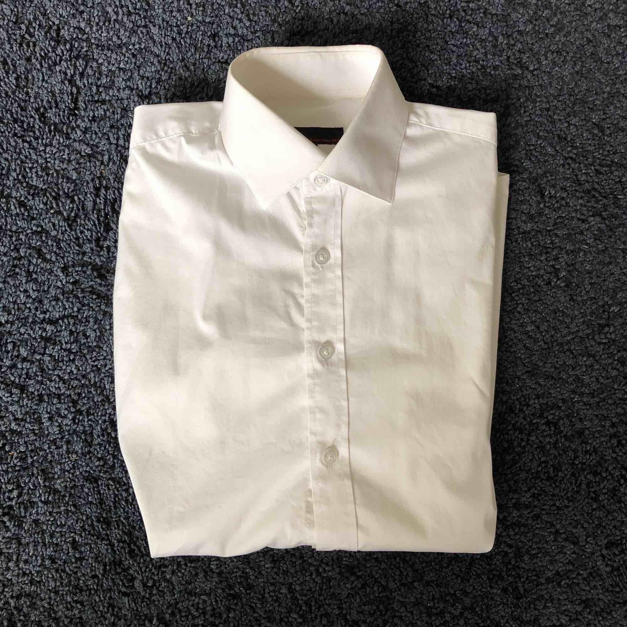 Dressman vit jätte snygg skjorta. Den är slimfit och är i jättefint skick. . Skjortor.