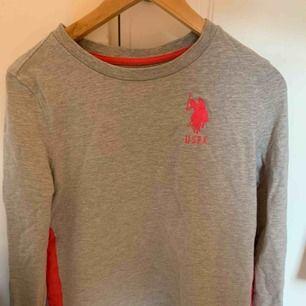 USPA tröja sällan använd och den fungerar som både S och M då den är väldigt luftig