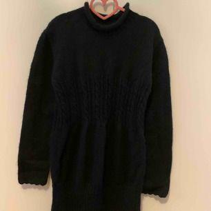 Lång tröja i storlek m, fin skick, 70% Wool, 30% mohair, Finns i Odenplan Stockholm  Kan även skicka via post, 36kr på frakt.
