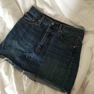 En super fin och skön jeans kjol, ej använt många gånger pågrund av för liten💖💖💖