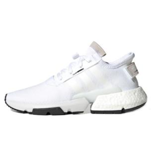 Säljer nu mina älskade Adidas skor, endast använda ett fåtal gånger  Storlek: 42  Skicket på skorna är 8/10, dom är lite smutsiga men inget som inte går bort