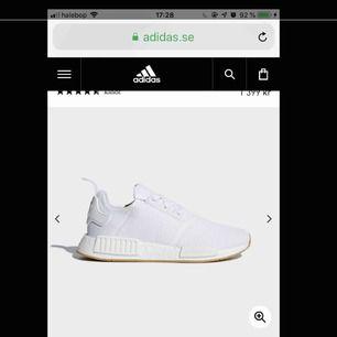 Säljer ett par vita nmd i storlek 38. Bild lånad från Google skriv för bilder vid intresse  Köparen står för frakt kostnad
