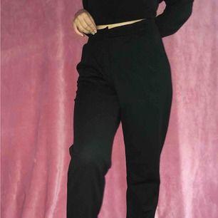 Oanvända kostymbyxor Tunna och sköna men tyvärr för stora för mig.  Stl 38/M men stretchigt tyg (: