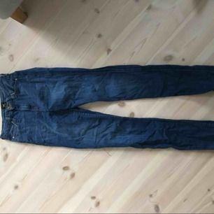 Skinny jeans från Lee i modellen Scarlett. Superfina med säljer då de är försmå.