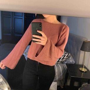 """Snygg """"gammalrosa"""" tröja från NAKD. Köpt för ca ett år sedan men sparsamt använd."""