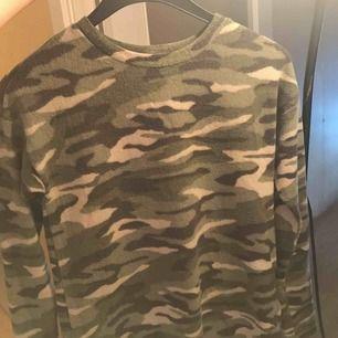 Jätte mysig tröja från Ginatricot, mjukt material , storlek XS men den här lite större i storleken typ en S/M använd två gånger