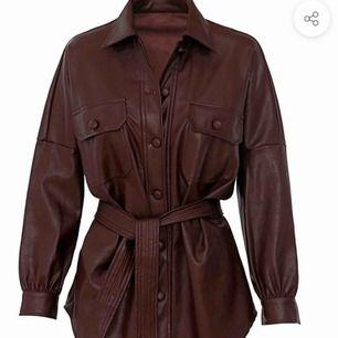 Fick hem denna jackan idag från Ruve men den var tyvärr lite för liten (stl S). Jag köpte den för ca 1300, jag säljer den för 900