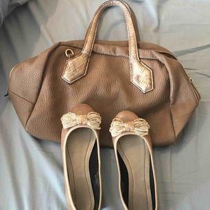Komplet stor väskan och ballerina skor st 38,använt 2,3 gånger....