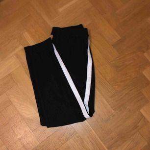 Ett par fina kostymbyxor från hm knappt använda, säljs pågrund av att jag inte fått någon användning av dom. Frakt står köparen för :)))