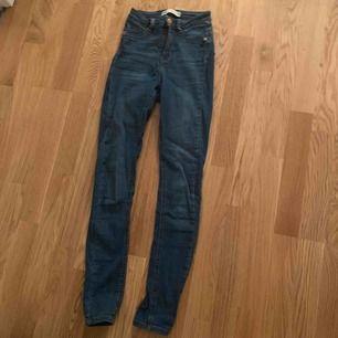 100kr inkluderat frakt, Liten i storlek, jeans