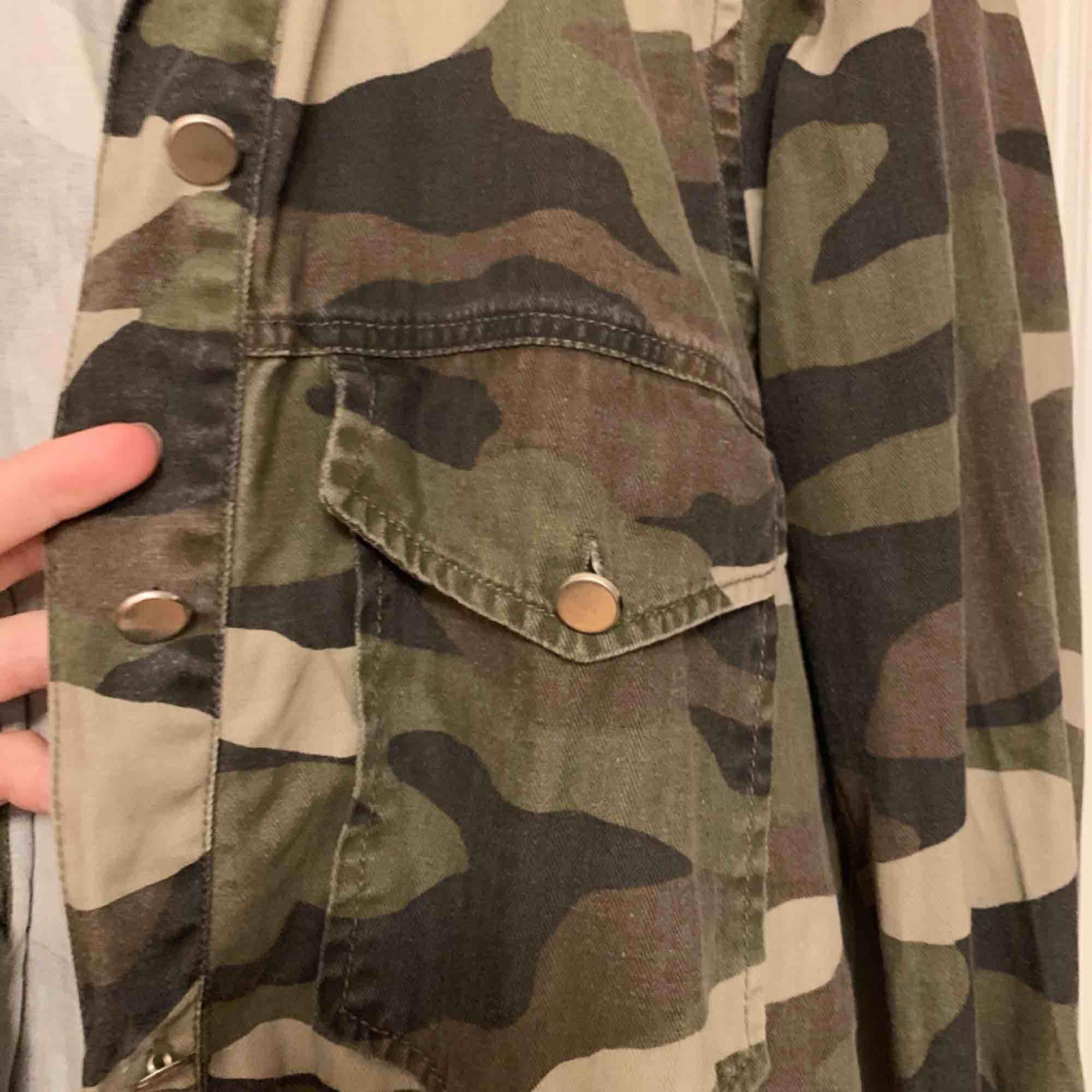 Säljer min militär-jacka som är från Gina tricot!. Jackor.