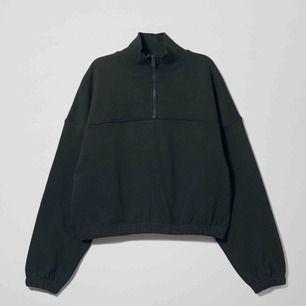 Sweatshirt från Weekday, storlek XS.